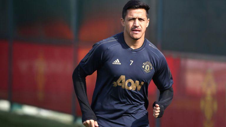 Alexis Sánchez, durante un entrenamiento con el Manchester United