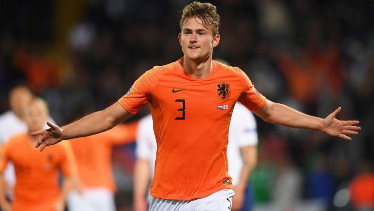 De Ligt celebra una anotación con Holanda