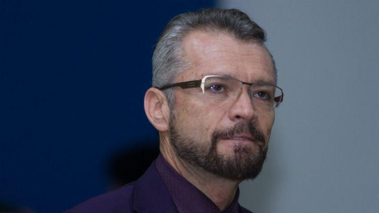 José Luis Higuera sale de un duelo del Rebaño