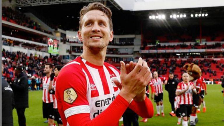 Luuk de Jong en un partido con el PSV