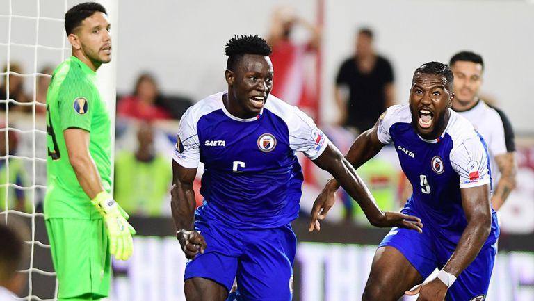 Alexis celebra el último gol de Haití