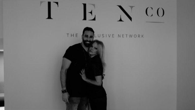Adil Rami y Pamela Anderson durante un evento