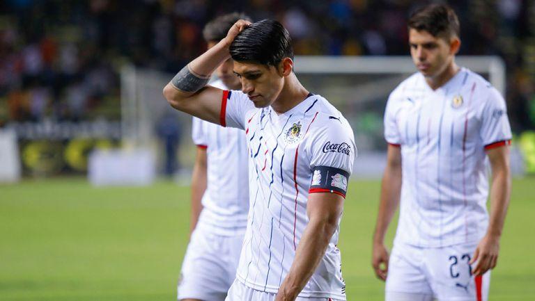 Alan Pulido en lamento después de un partido