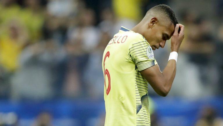 William Tesillo se lamenta tras fallar penalti con Colombia