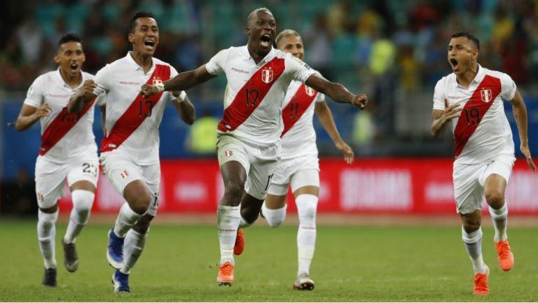 Jugadores de Perú festejan su pase a las 'Semis' de la Copa América