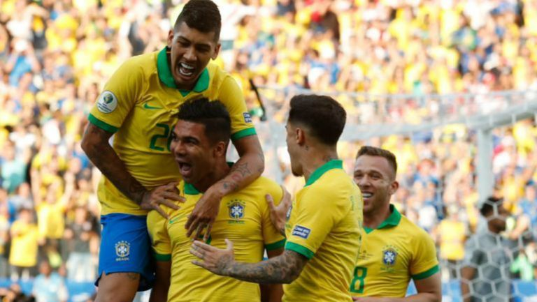Casemiro celebra una anotación con Brasil