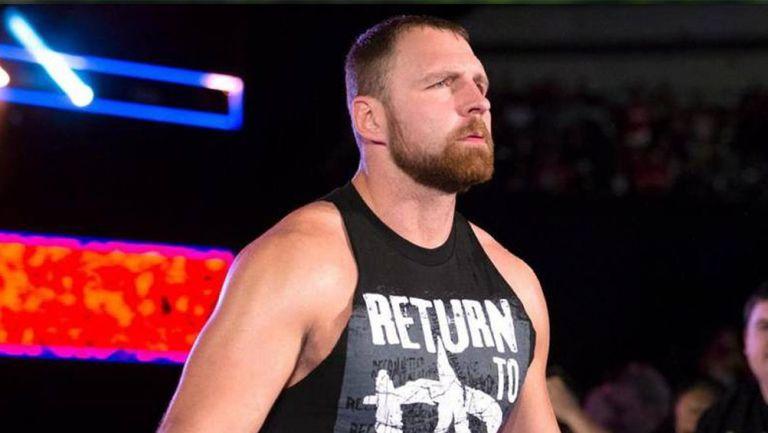 Jon Moxley hace su entrada en RAW