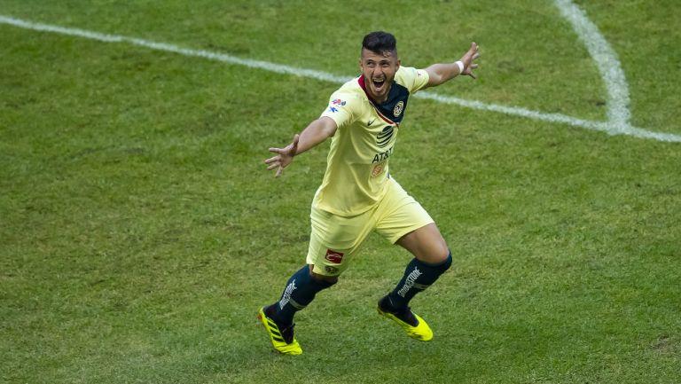 Guido Rodríguez celebra uno de sus goles con América