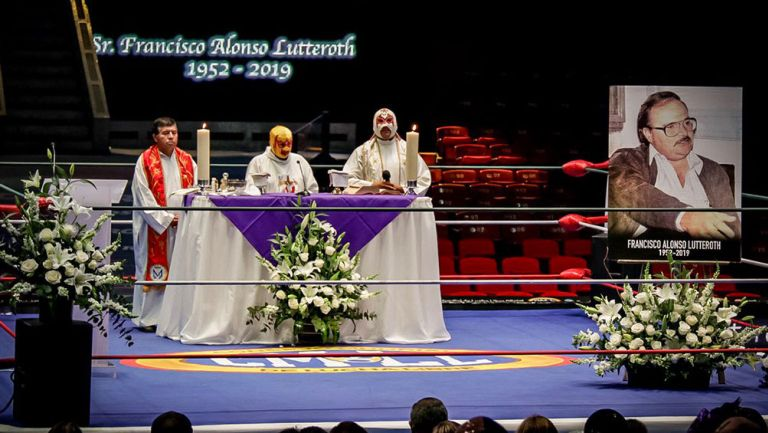 Fray Tormenta está al frente de la misa a Paco Alonso