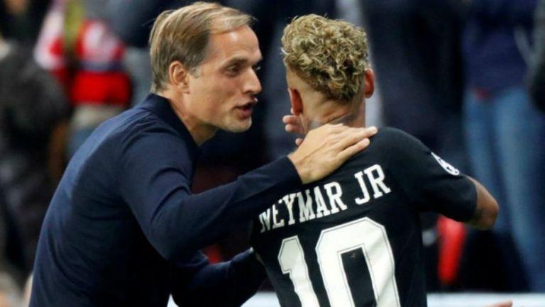 Thomas Tuchel habla con Neymar en un juego del PSG