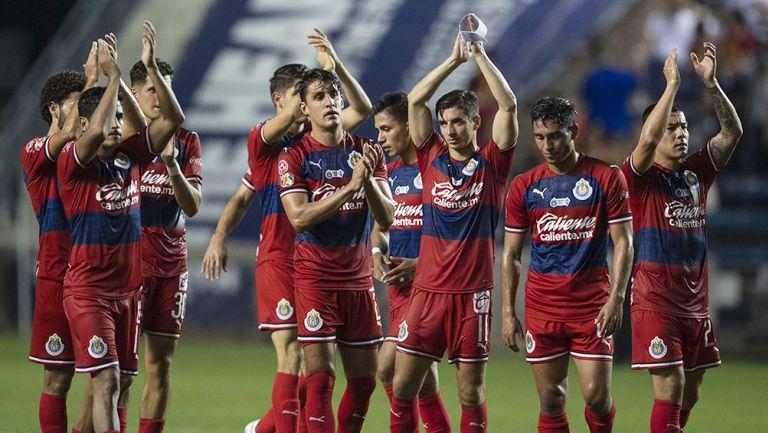 Jugadores de Chivas agradecen a la afición