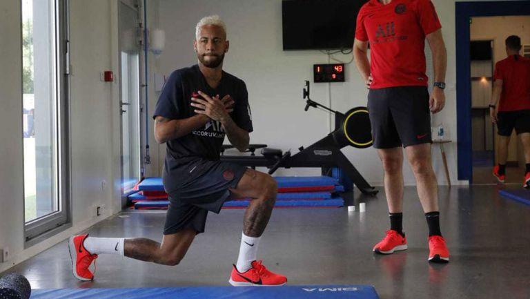 Neymar realiza ejercicios con el PSG