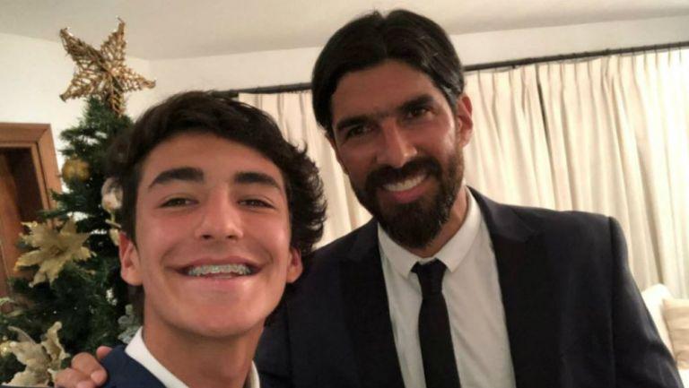 Diego Abreu, junto a su padre Sebastián Abreu