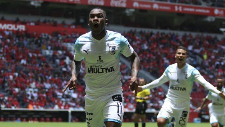 Fabián Castillo festeja gol ante Toluca
