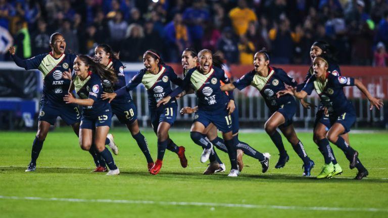 América Femenil celebra su victoria frente a Tigres