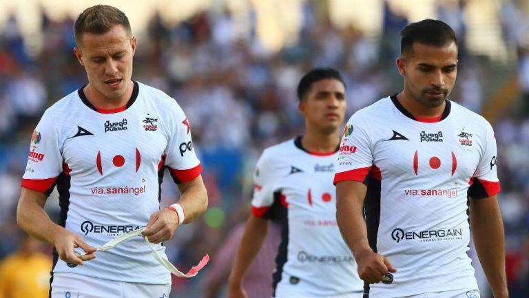 Jugadores de Lobos BUAP en lamento tras caer ante Puebla
