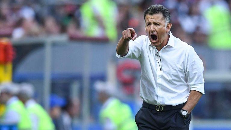 Juan Carlos Osorio grita durante un partido