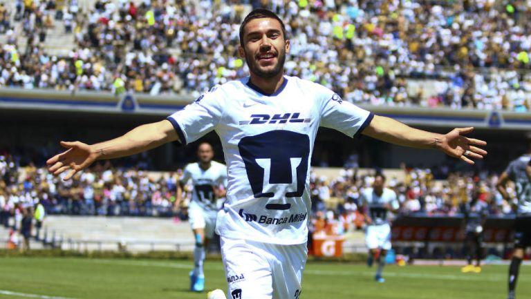 Juan Pablo Vigón festeja su gol ante Necaxa