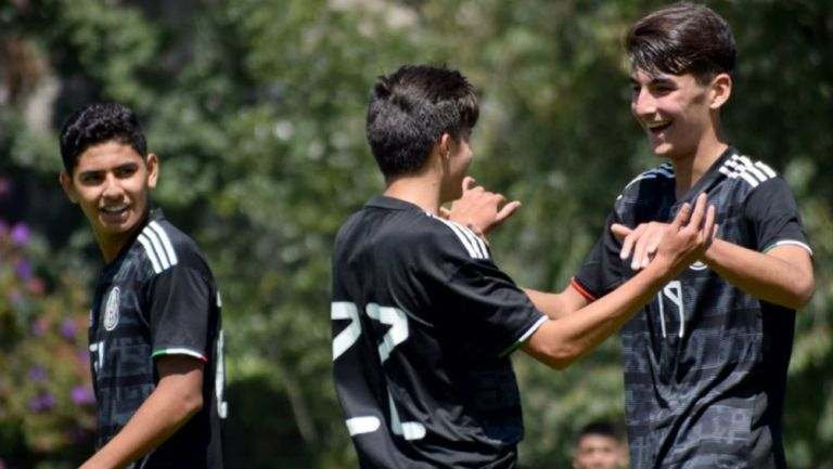Jugadores del Tri Sub 16 festejan anotación contra Puebla