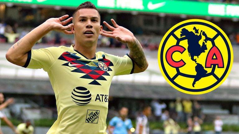 Mateus Uribe festeja un gol con el América