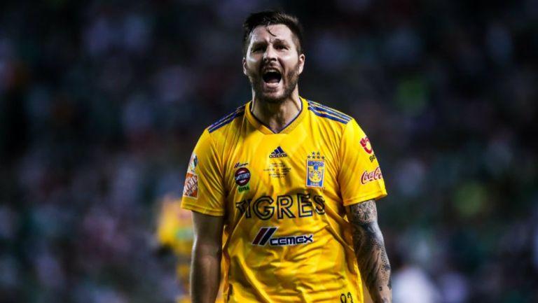 Gignac lanza un grito tras marcar un gol con Tigres