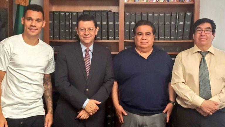 Kolodziejczak con los miembros del Consulado Mexicano en Laredo, Texas
