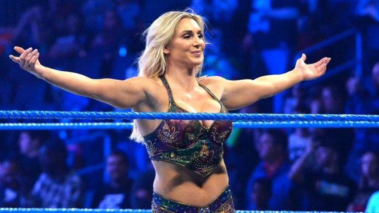 Charlotte Flair durante una lucha en WWE