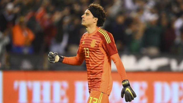 Memo Ochoa se luce en primer entrenamiento con América