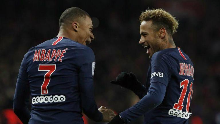 Kylian Mbappé y Neymar celebrando una anotación