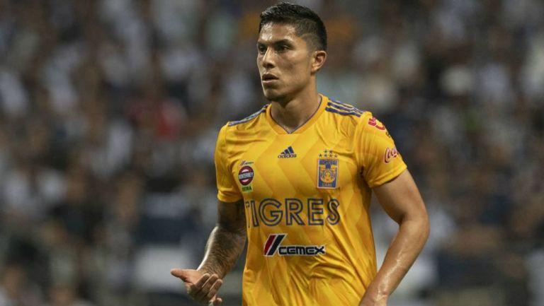 Carlos Salcedo, durante un partido de Tigres