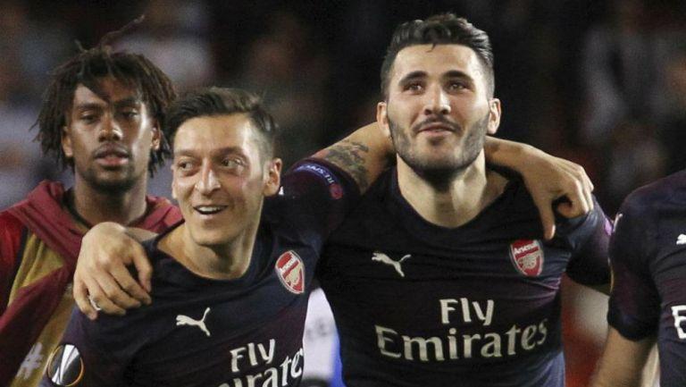 Mesut Ozil y Kolasinac, jugadores del Arsenal