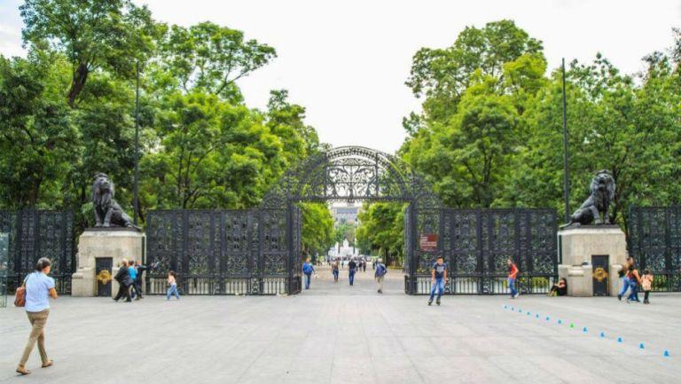 Una de las entradas del Bosque de Chapultepec
