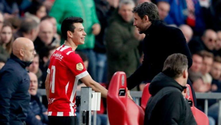 Lozano con Mark van Bommel, en un partido del PSV