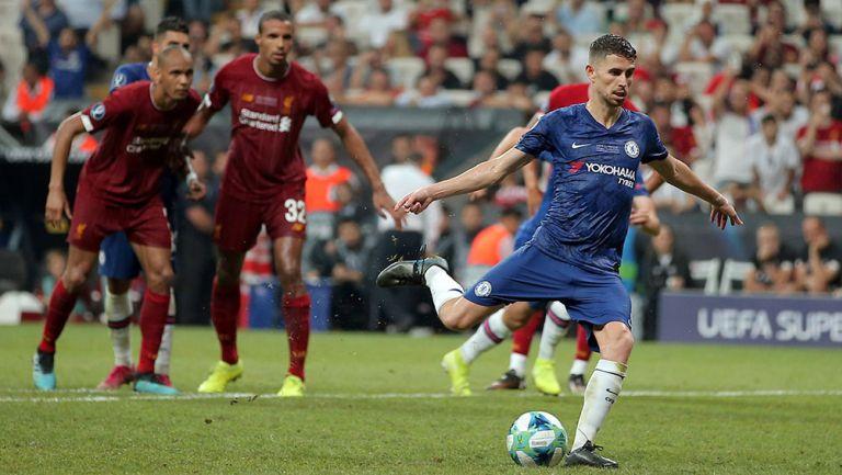 Jorginho cobra penalti contra Liverpool