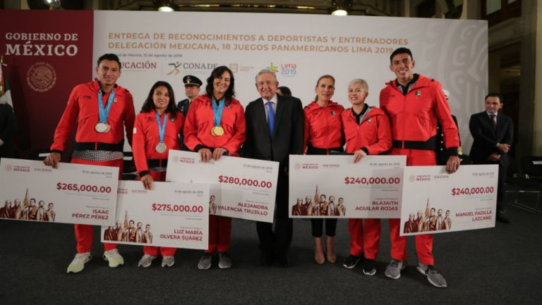 Andrés Manuel López Obrador y los deportistas mexicanos que fueron beneficiados