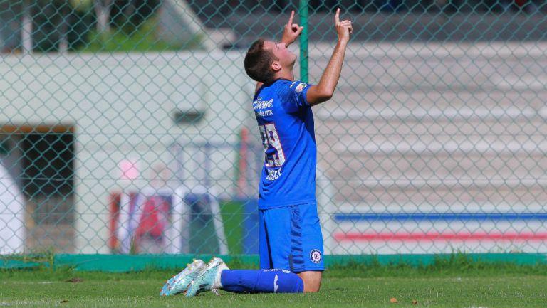 Santiago Giménez festeja un gol con el Cruz Azul Sub 20