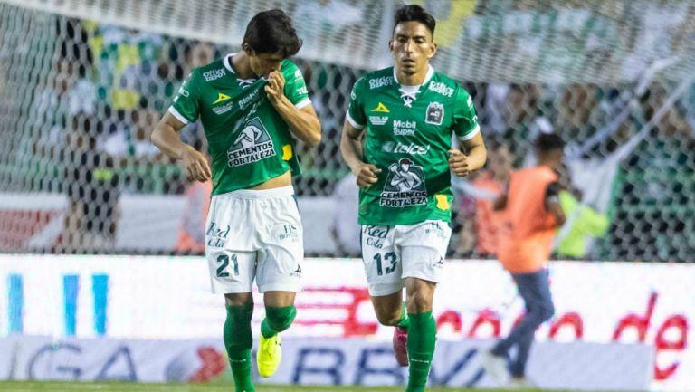 JJ Macías celebra una diana contra Chivas