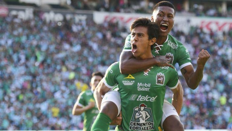 J.J Macías celebra uno de sus goles ante Chivas