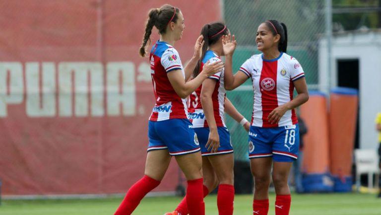 Jugadoras de Chivas, durante un partido