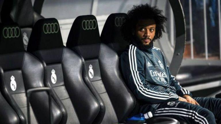 Marcelo en la banca durante un partido del Real Madrid