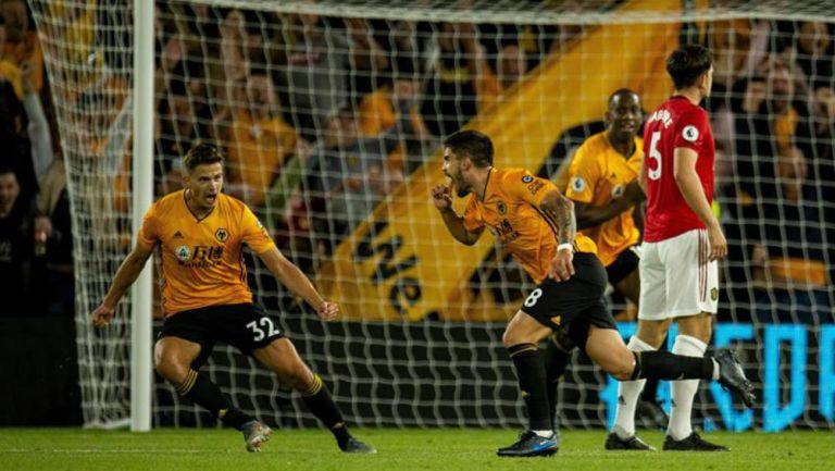 Ruben Neves celebra gol contra el Manchester United