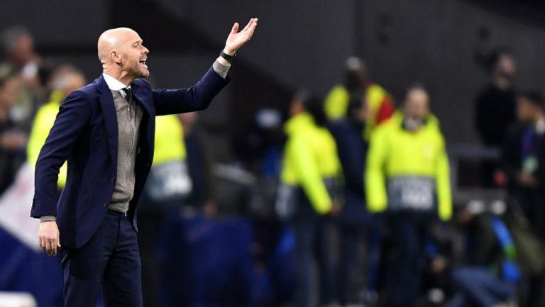 Erick ten Hag, estratega el Ajax dirigiendo ante APOEL