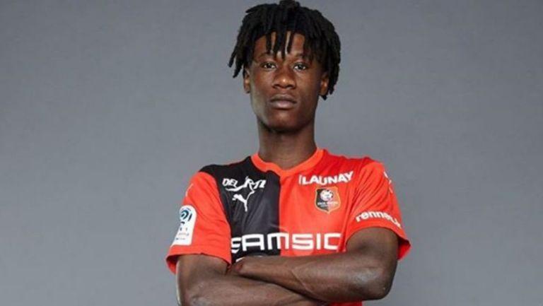 Camavinga posa con el uniforme del Rennes