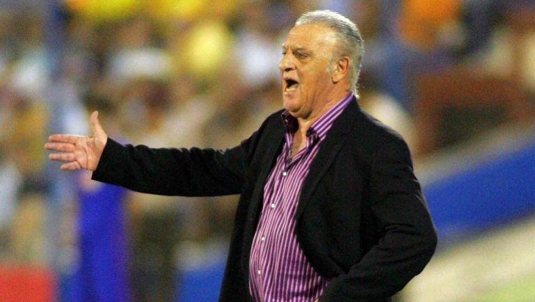 Alfio Basile, en un juego de Argentina en la Copa América 2007