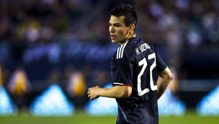 Hirving Lozano durante un partido con la selección