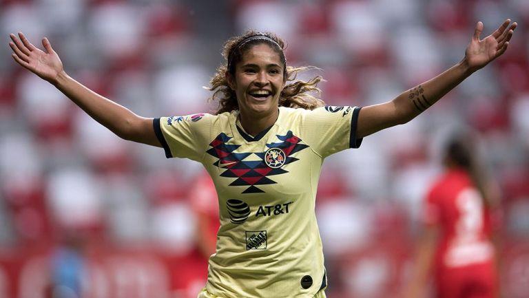 Daniela Espinosa festeja su gol con el América
