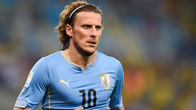 Diego Forlán durante un partido con Uruguay