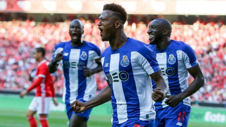 Zé Luís festeja su gol frente al Benfica
