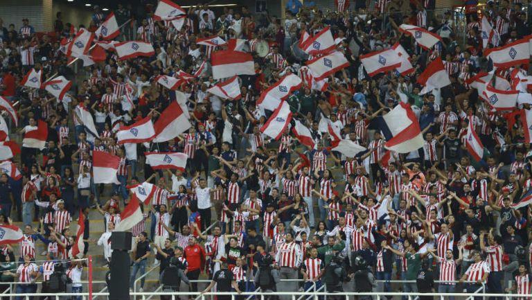 Aficionados de Chivas durante un partido