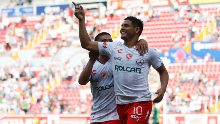 Maxi Salas celebra gol en el estadio Victoria
